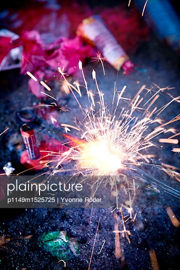 Wunderkerze an Silvester - p1149m1525725 von Yvonne Röder