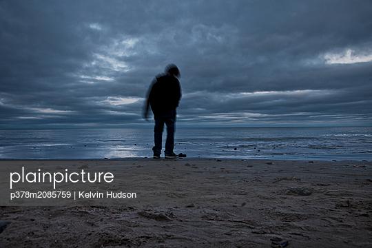 Silhouette boy - p378m2085759 by Kelvin Hudson