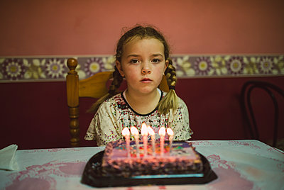 Portrait of sad little girl with birthday cake - p300m1120748f by Ramon Espelt