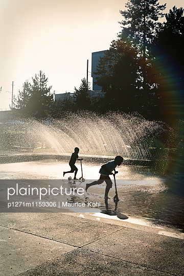 Wasserspiele - p1271m1159306 von Maurice Kohl