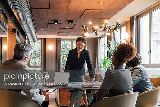 Italy, Business people having meeting in creative studio - p924m2300710 by Eugenio Marongiu