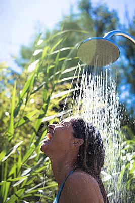 Duschen im Freien - p958m2007828 von KL23