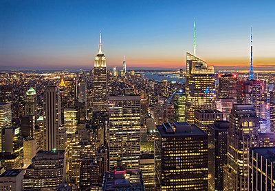 Blick auf Manhattan - p974m1110667 von Volker Banken