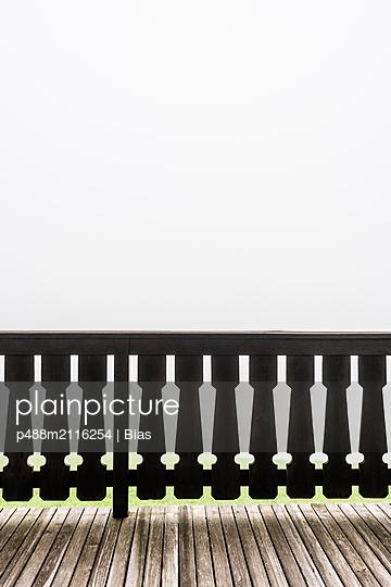 p488m2116254 by Bias