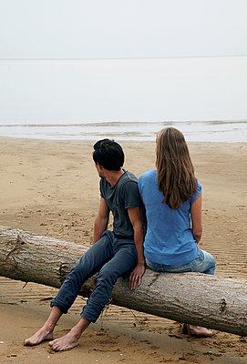 Paar am Strand - p1356m1207982 von Markus Rauchenwald