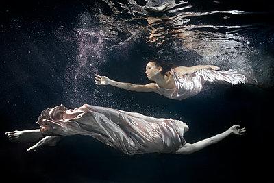 Unterwasserballett - p1554m2159076 von Tina Gutierrez