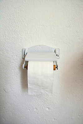 Porcelain toilet roll holder - p300m1071028 by Axel Ganguin