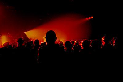 Rock concert, Paris - p1028m2204194 von Jean Marmeisse
