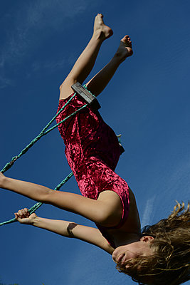 Young girl swinging - p1631m2208598 by Raphaël Lorand