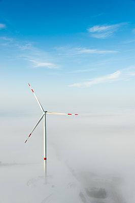 Windenergie im Winter - p1079m1182136 von Ulrich Mertens