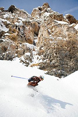 Skier in Engleberg - p3227367 by Simo Vunneli