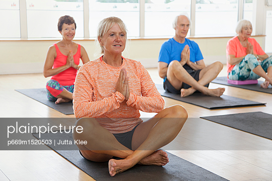 plainpicture | Photo library for authentic images - plainpicture p669m1520503 - Yoga Class - plainpicture/Ableimages/Jutta Klee
