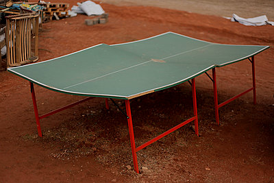 Bent ping-pong table  - p1385m1424873 by Beatrice Jansen