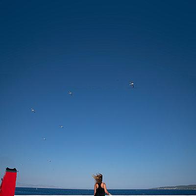 Woman on boat - p1484m2217600 by Céline Nieszawer