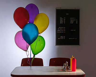 Cafe & Balloons - p504m851015 by JulianWard
