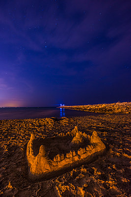 Sandcastle on beach at night - p829m1110848 by Régis Domergue