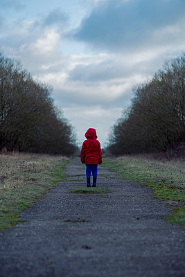 Small boy alone - p1228m1527682 by Benjamin Harte