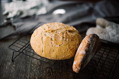 fresh loaf of homemade artisan bread. - p1166m2192113 by Cavan Images