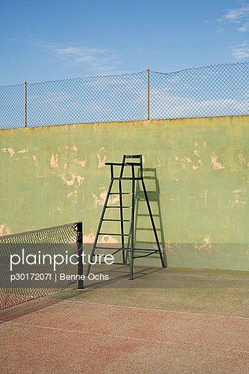 An umpire's chair on a tennis court - p3017207f by Benne Ochs