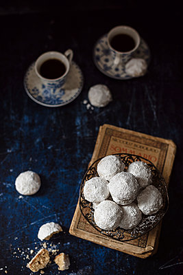 Russian tea cakes - p1392m1516887 by Federica Di Marcello