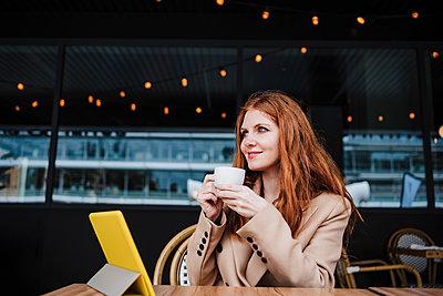 Beautiful woman having coffee at cafe - p300m2274097 by Eva Blanco