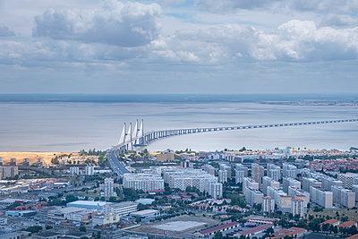 Portugal, Lisbon, Bridge - p335m2177662 by Andreas Körner
