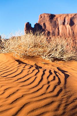 Monument Valley - p756m2082085 von Bénédicte Lassalle