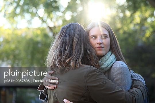 Verbundenheit - p981m2037808 von Franke + Mans