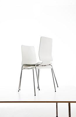 Stuhl - Variationen - p1212m1217442 von harry + lidy