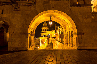 Hungary, Budapest, Fisherman's Bastion at night - p300m1028851f by Maria Breuer