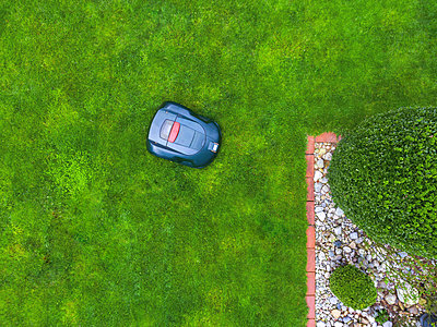 Germany, Bavaria, robotic lawn mower on meadow - p300m1568284 by Michael Malorny