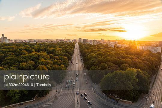 Blick von der Siegessäule auf die Skyline von Berlin - p1332m2204610 von Tamboly