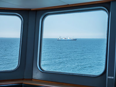 View from the navigation bridge over the sea, ship in background - p390m1563832 by Frank Herfort