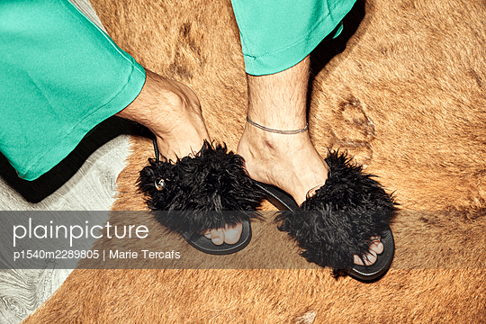 Man in fluffy slippers - p1540m2289805 by Marie Tercafs