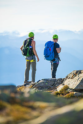 Two climbers stand on the summit of Douglas Peak, British Columbia. - p1166m2095171 by Cavan Images