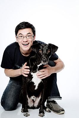 Mann mit seinem Hund - p1221m1537780 von Frank Lothar Lange