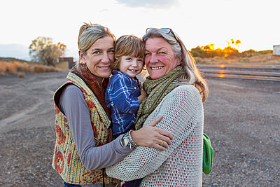 Caucasian mother, son and grandmother smiling outdoors - p555m1410464 by Marc Romanelli