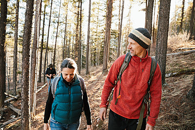 Couple hiking in woods - p1192m2094276 by Hero Images