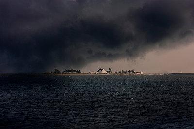 Gewitterwolken über Ostseeinsel - p248m949468 von BY