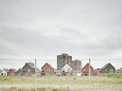 Chain link fence and housing estate, Manchester, England - p429m824449 by Gu