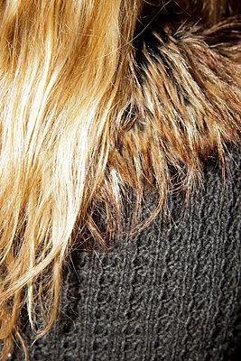 Blonde Haare - p248m778430 von BY