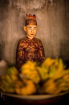 Dummy in buddhist pagoda Dau, Bac Ninh Province, Vietnam, Southeast Asia - p934m1177122 by Sebastien Loffler