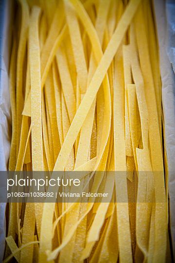 Hand made pasta - p1062m1039692 by Viviana Falcomer