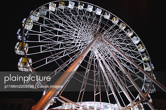 Illuminated Ferris wheel in city during night - p1166m2205736 by Cavan Images