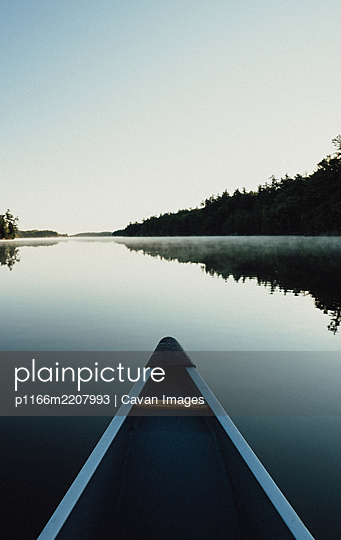 Bow of a canoe in the morning on a misty lake in Ontario, Canada. - p1166m2207993 by Cavan Images