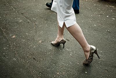 Woman walking - p1296m1467363 by Jean-François Brière