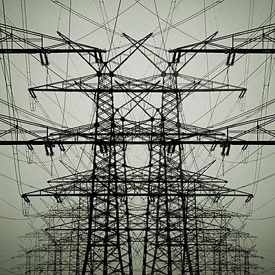 Collage aus Strommasten - p415m808534 von Tanja Luther