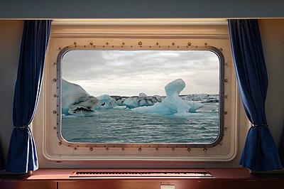 Schifffahrt im Eis - p470m658648 von Ingrid Michel