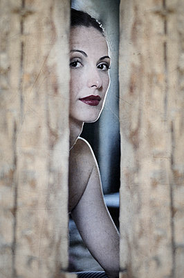 Young woman peeking - p577m887439 by Mihaela Ninic