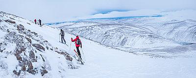 Ski touring at CairnGorm Mountain Ski Resort, Aviemore, Cairngorms National Park, Scotland, United Kingdom, Europe - p871m1499848 by Matthew Williams-Ellis